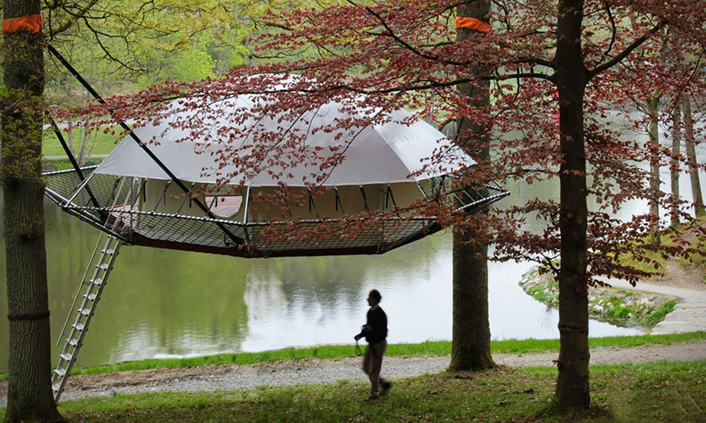 DomUp-Suspension-Style-Treehouse-Cabin-0